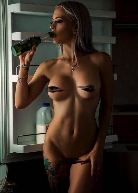 billie-bee-topless-waitress14
